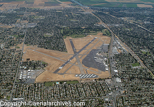 &copy aerialarchives.com aerial photograph of Sacramento Executive airport (SAC), California, CA, AHLB2860.jpg, ADM2N1