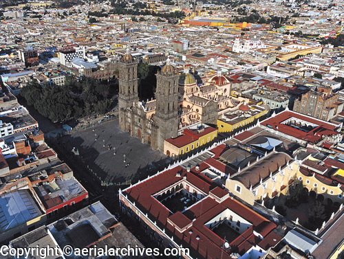 &copy aerialarchives.com aerial photograph of Puebla, Mexico AHLB5044, B10095
