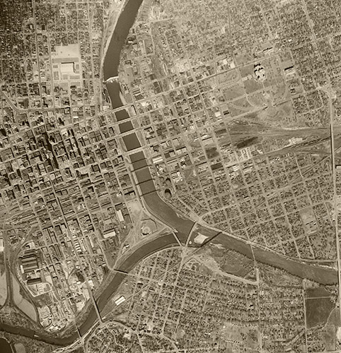 &copy aerialarchives.com Des Moines, Iowa historical aerial photograph, AHLV3949